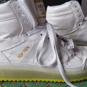 Adidas Top Ten Star Wars Yoda White Hip Top